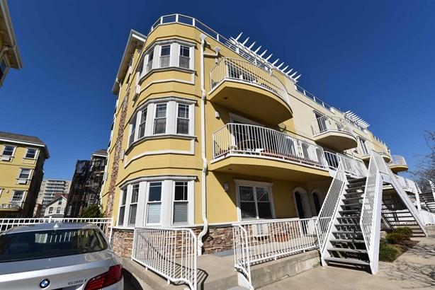 175 Beach 100th Street 8a, Rockaway Park, NY - USA (photo 1)