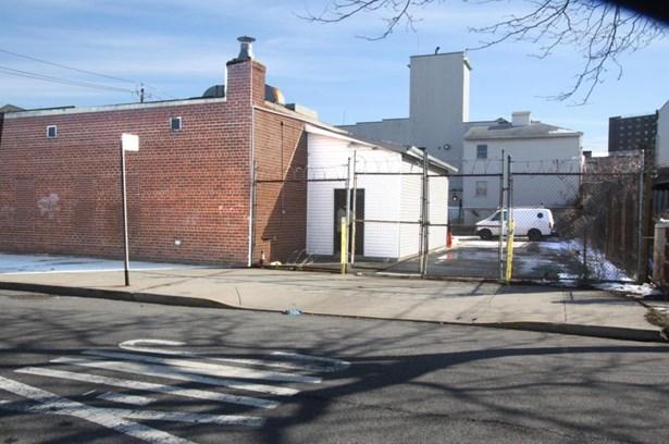 2516 Neptune Ave, Brooklyn, NY - USA (photo 2)