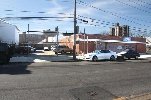 2516 Neptune Ave, Brooklyn, NY - USA (photo 3)