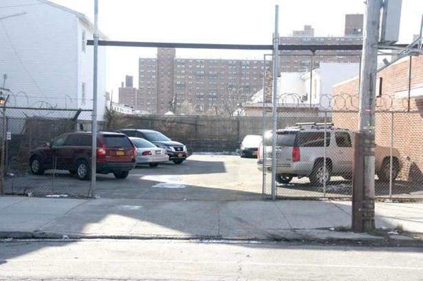 2516 Neptune Ave, Brooklyn, NY - USA (photo 4)