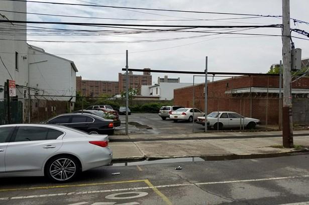2516 Neptune Avenue, Brooklyn, NY - USA (photo 3)