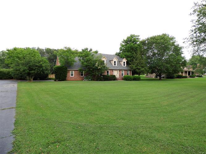 1108 Country Club Dr, Tullahoma, TN - USA (photo 2)