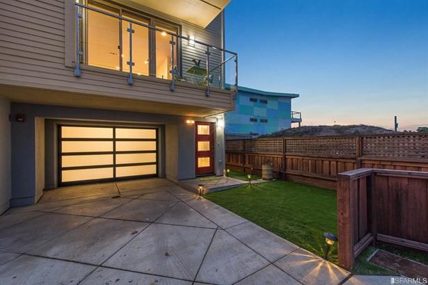 Condominium, Contemporary - Pacifica, CA (photo 1)