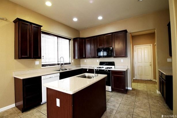 Detached,2 Story,Single-family Homes, Contemporary - Elk Grove, CA (photo 3)