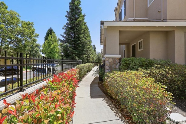 Townhouse,3 Story,Single-family Homes, Contemporary - Danville, CA (photo 2)