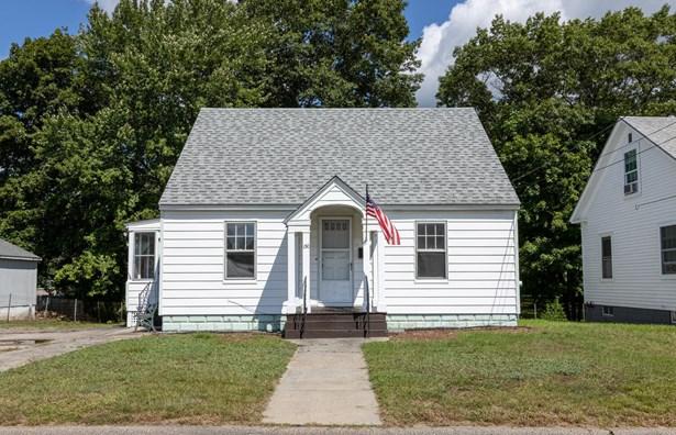 Single Family Residence, Cape - Sanford, ME