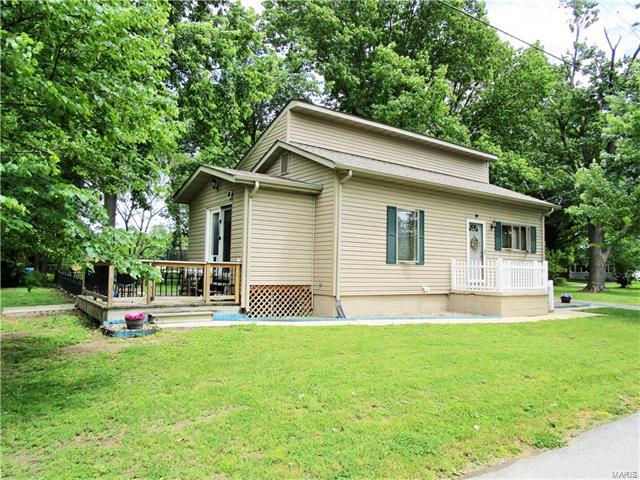 Bungalow / Cottage, Residential - Roxana, IL (photo 1)