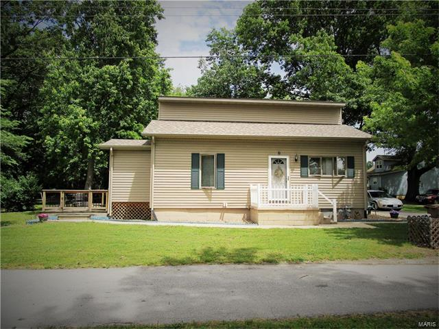 Bungalow / Cottage, Residential - Roxana, IL (photo 2)