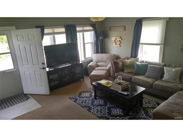 Bungalow / Cottage, Residential - Belleville, IL (photo 3)