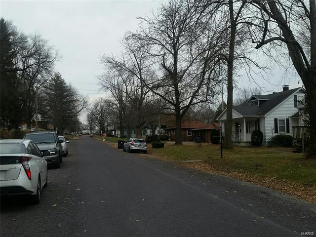 Bungalow / Cottage, Residential - Belleville, IL (photo 2)