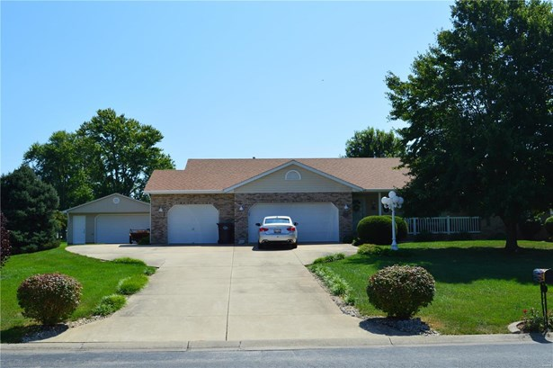 Residential, Traditional,Ranch - Brighton, IL