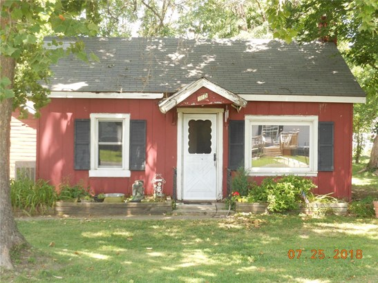 Bungalow / Cottage, Residential - Moro, IL