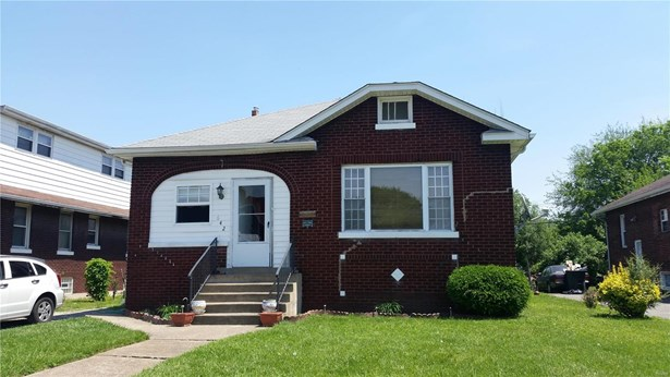 Traditional,Bungalow / Cottage, Residential - East St Louis, IL (photo 1)