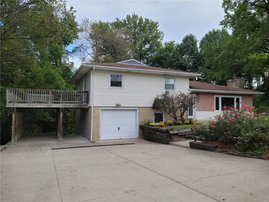 Residential, Traditional,Tri-level - East Alton, IL