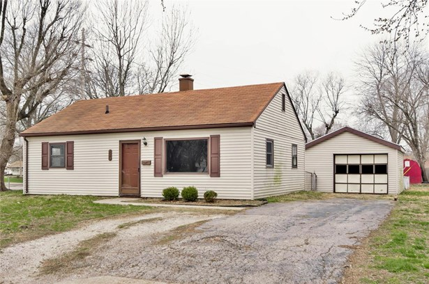 Bungalow / Cottage, Residential - Wood River, IL (photo 3)