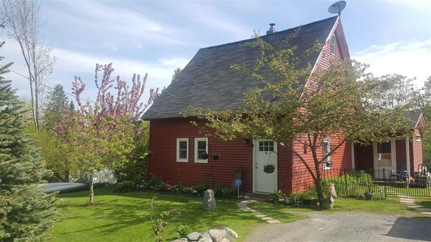 Farmhouse, Single Family - Benton, NH (photo 1)