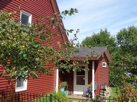 Farmhouse, Single Family - Benton, NH (photo 2)