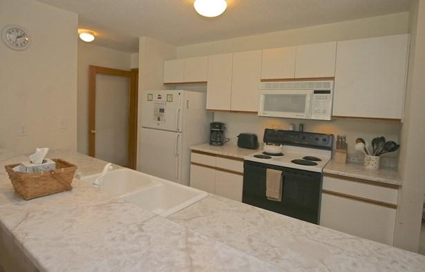 End Unit,Flat,Garden,Top Floor, Condo - Carroll, NH (photo 3)