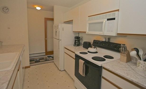 End Unit,Flat,Garden,Top Floor, Condo - Carroll, NH (photo 5)