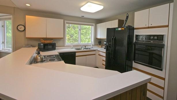 Condo, Duplex,Townhouse - Carroll, NH (photo 5)