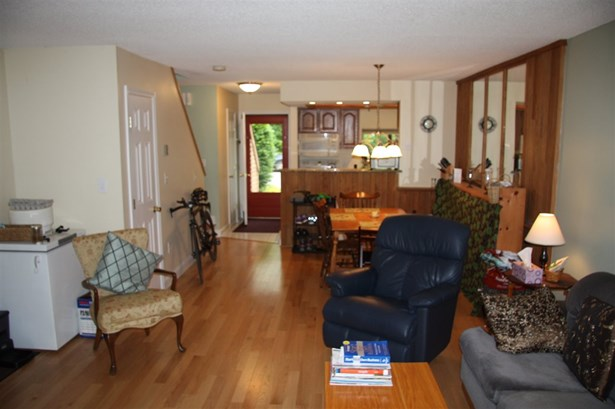 Townhouse, Condo - Ashland, NH (photo 4)