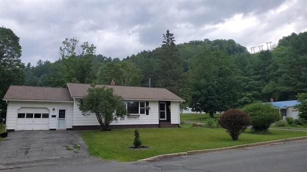 Ranch, Single Family - St. Johnsbury, VT