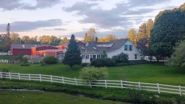 Farmhouse, Single Family - Bethlehem, NH (photo 2)