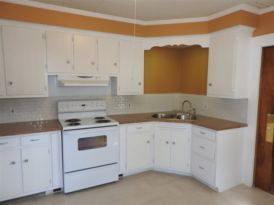 Apartment, New Englander - Concord, NH (photo 2)