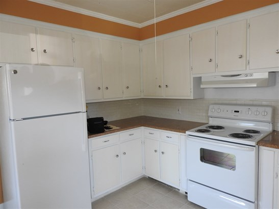 Apartment, New Englander - Concord, NH (photo 3)