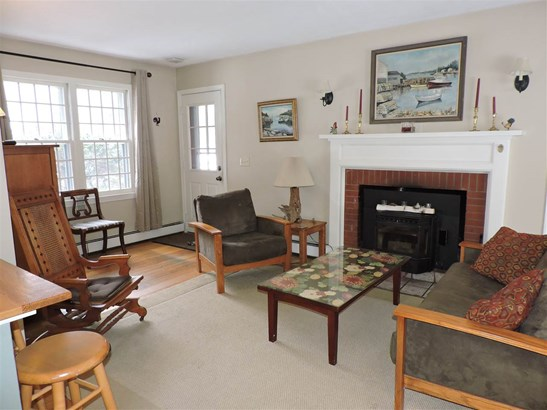 Colonial,w/Addition, Single Family - Hopkinton, NH (photo 2)