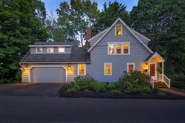 Cape,New Englander, Single Family - Concord, NH