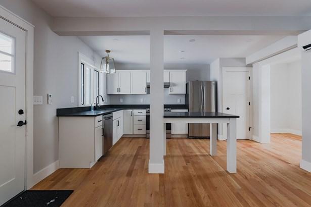 Condo, Contemporary,Conversion,Multi-Level,Townhouse - Hopkinton, NH