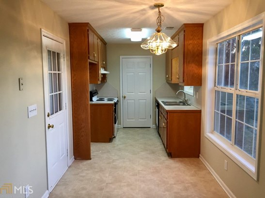 Single Family Detached, Ranch - Flowery Branch, GA (photo 4)