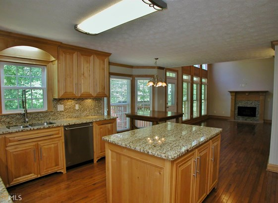 Single Family Detached, Traditional - Flowery Branch, GA (photo 4)