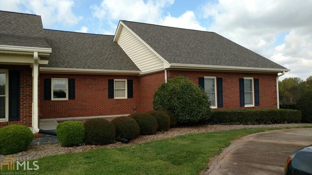 Single Family Detached, Ranch - Hoschton, GA (photo 2)