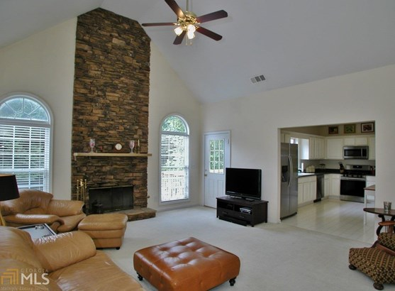 European,Traditional, Single Family Detached - Flowery Branch, GA (photo 4)