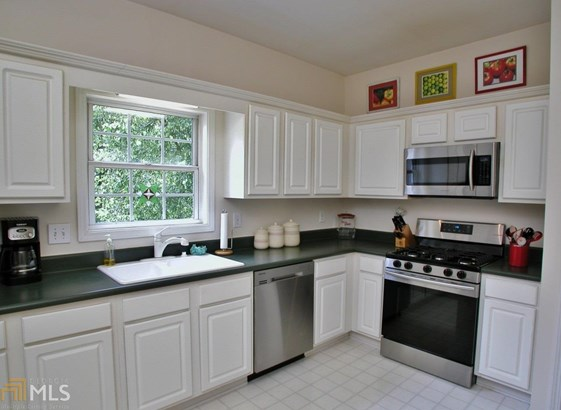European,Traditional, Single Family Detached - Flowery Branch, GA (photo 5)