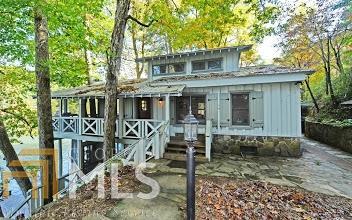 Single Family Detached, Bungalow/Cottage,Cabin,Craftsman - Lakemont, GA