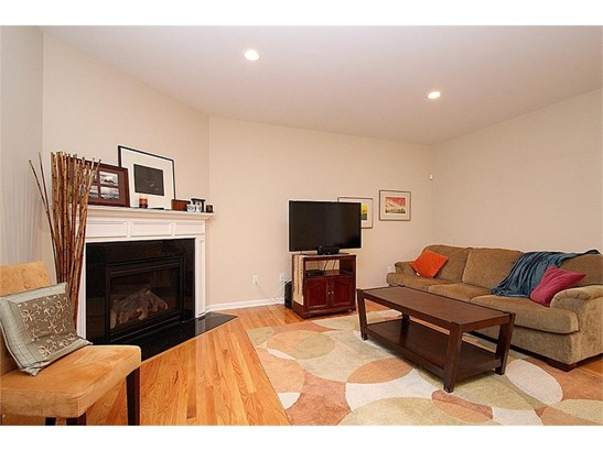 Single Family For Sale, Colonial - Wallingford, CT (photo 5)