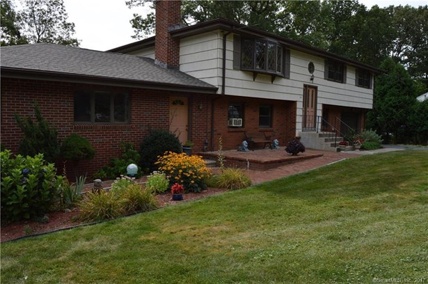 Single Family For Sale, Raised Ranch - East Haven, CT (photo 3)