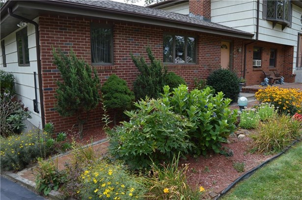 Single Family For Sale, Raised Ranch - East Haven, CT (photo 4)