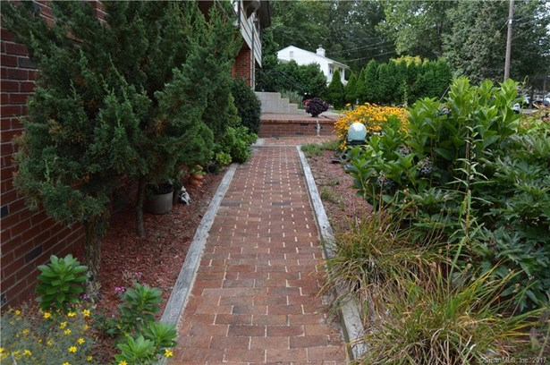 Single Family For Sale, Raised Ranch - East Haven, CT (photo 5)