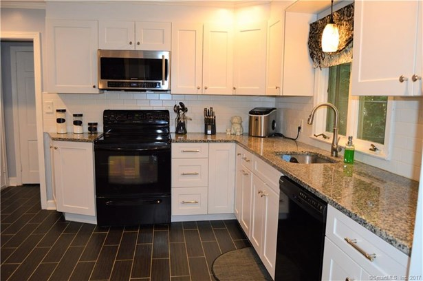 Single Family For Sale, Colonial - Meriden, CT (photo 4)