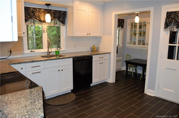 Single Family For Sale, Colonial - Meriden, CT (photo 5)
