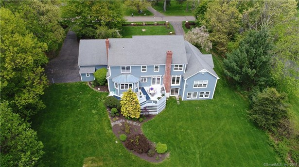 Single Family For Sale, Colonial - Woodbridge, CT (photo 2)