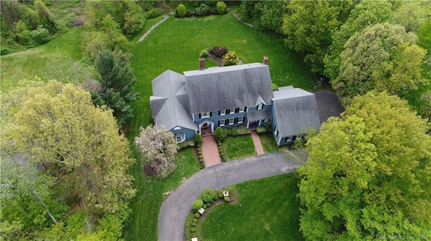 Single Family For Sale, Colonial - Woodbridge, CT (photo 3)