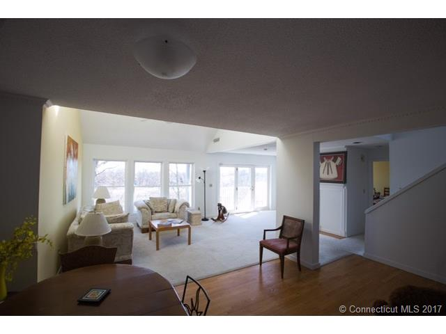 233 Mansfield Grove Road 103 103, East Haven, CT - USA (photo 2)