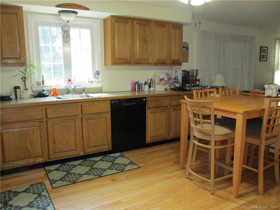 Single Family For Sale, Colonial - Wallingford, CT (photo 3)