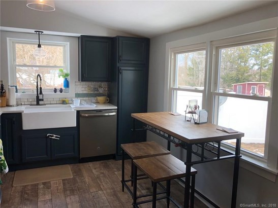 Single Family For Sale, Colonial - Cromwell, CT (photo 3)
