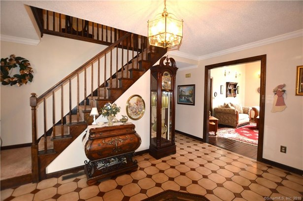 Single Family For Sale, Colonial,Tudor - Hamden, CT (photo 4)